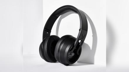 Placer en los oídos: Playboy presenta sus nuevos audífonos inalámbricos libres de distorsión