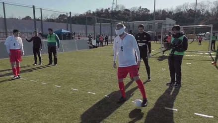 Andrés Iniesta juega fútbol con los ojos vendados en un anuncio de los Juegos Paralímpicos 2020 [VIDEO]