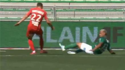 ¡No llegó! Miguel Trauco no pudo evitar el gol del rival luego de un cierre fallido