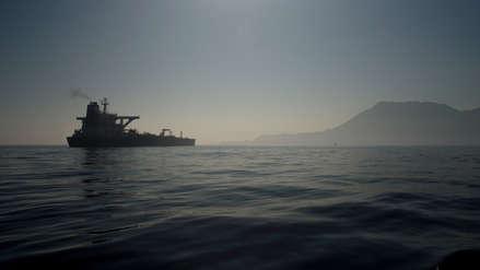 Petrolero iraní retenido en Gibraltar zarpa tras rechazo a solicitud de captura por EE.UU.