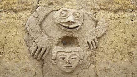 Arqueólogos hallan relieve de sapo humanizado y cabeza antropomorfa de 3,800 años en Vichama [VIDEO]