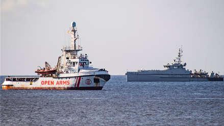 España enviará buque militar para recuperar a migrantes del barco humanitario