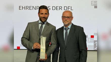 Claudio Pizarro recibió premio honorífico por su carrera en el fútbol alemán