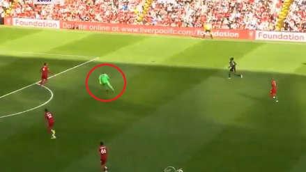 Adrián San Miguel cometió un blooper y Liverpool se salvó de milagro ante el Arsenal