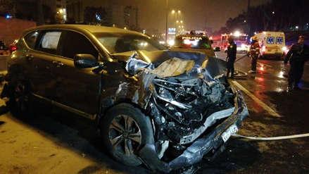 Surco: Dos muertos y tres heridos deja el choque de camioneta contra taxi colectivo