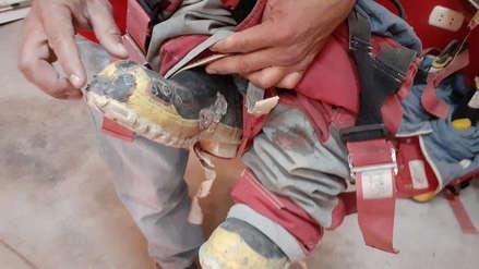 Bomberos usan parches de llantas en sus botas para atender las emergencias