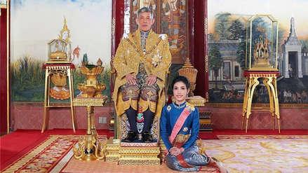 """Palacio real de Tailandia publica fotografías oficiales de la """"consorte"""" del rey"""