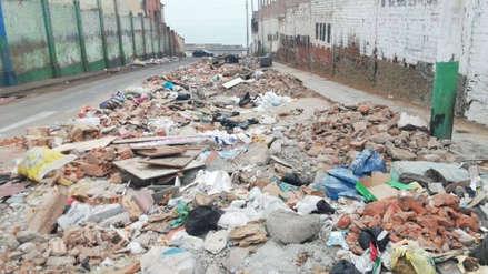 Vecinos denuncian toneladas de basura acumulada junto a un colegio del Callao [VIDEO]