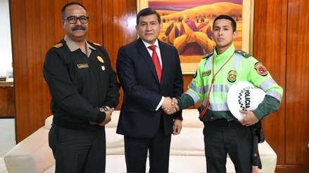 Mininter condecorará a policía que arriesgó su vida al detener a conductor que lo atropelló