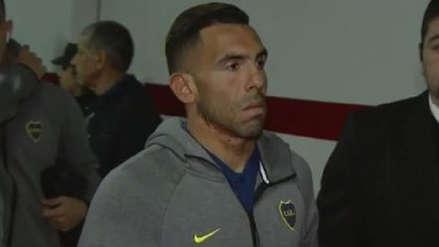 ¿Molestia por ser suplente? Carlos Tévez llegó con cara de pocos amigos al estadio Monumental