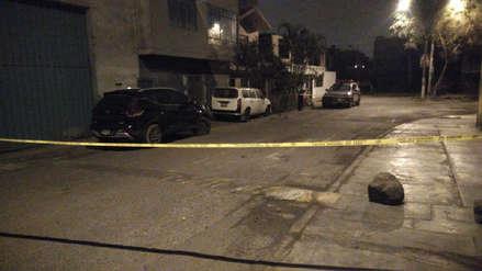 Comas: Hombre fue asesinado de un balazo en la cabeza en la puerta de su casa