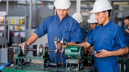 Por cada cuatro universitarios en el mercado laboral hay un profesional técnico