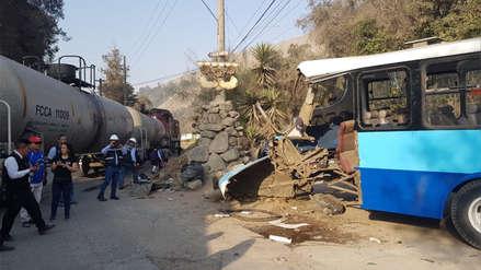 Bus con escolares chocó con un tren en Chaclacayo