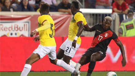 ¡Casi! El gran remate de Luis Advíncula que por poco abre el marcador en el partido entre Perú y Ecuador