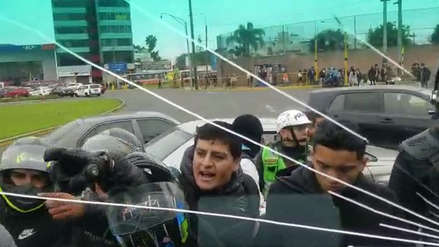 Amenazas, golpes y lunas rotas: así fue el enfrentamiento entre fiscalizadores y motociclistas colectiveros [VIDEOS]