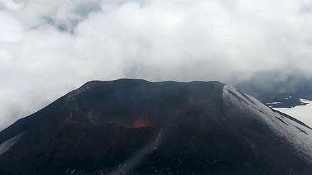 Activan la alerta naranja por el aumento de actividad del volcán Villarrica en Chile