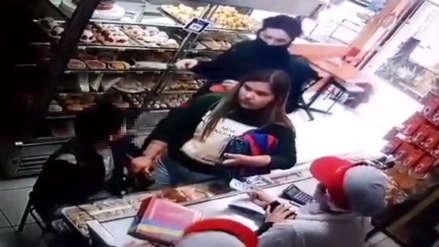 Sujeto asalta panadería con un cuchillo y amenaza a un niño