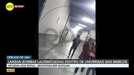 """""""Profesor, ¿cómo nos vamos a ir?"""": Alumnos evacúan facultad de Letras de la UNMSM por bombas lacrimógenas"""
