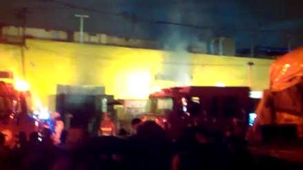 Un incendio consumió varios puestos del Mercado Minorista de La Victoria [VIDEO]