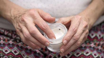Mujer quedó en coma tras usar crema rejuvenecedora en EE.UU.