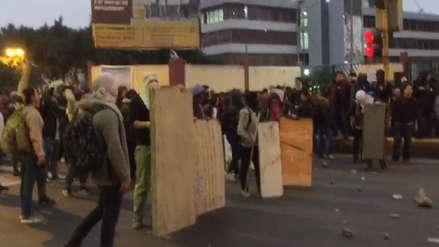 Un nuevo enfrentamiento entre estudiantes y Policía en los exteriores de la Universidad de San Marcos
