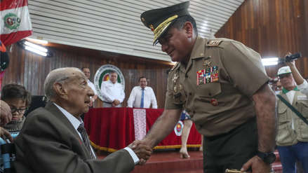 Ministerio de Defensa condecoró a excombatiente peruano de la Segunda Guerra Mundial