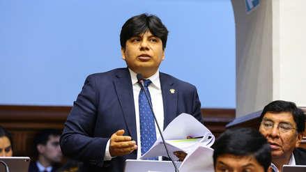 Vicepresidente del Congreso entregó dádivas con su nombre en semana de representación