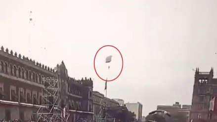 El terrible momento en que un paracaidista cayó al pavimento durante aniversario de México [VIDEO]