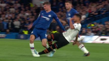 ¡Todo el Chelsea pidió tarjeta roja! La fortísima falta de Francis Coquelin contra Mason Mount