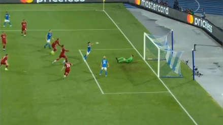 Champions League: 'Chucky' Lozano 'madrugó' al Liverpool con un gol de cabeza, pero se lo anularon por offside
