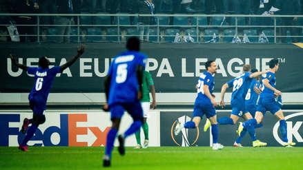¡Por poco! Miguel Trauco casi evita el primer gol de Gent en el partido ante Saint Etienne por la Europa League