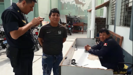 Video | Ladrón de celulares llora ante policías: