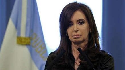 Cristina Fernández es llevada a juicio por millonarios sobornos, en plena campaña electoral