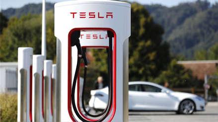 La firma Tesla, con Elon Musk a la cabeza, coloca supercargadores cerca del Área 51