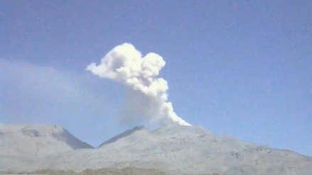 IGP registra emisiones de cenizas en volcán Sabancaya y alerta sobre posible caída del material sobre población