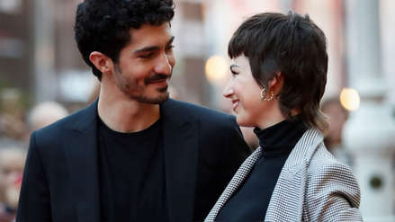 Festival de San Sebastián: Úrsula Corberó conquistó la alfombra roja y le robó la atención a su novio
