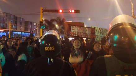 Estudiantes de la PUCP bloquean la avenida Universitaria por reclamo de una política contra la violencia de género