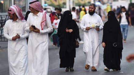 Arabia Saudita castigará a quienes pongan música en alto volumen, escupan o se salten colas