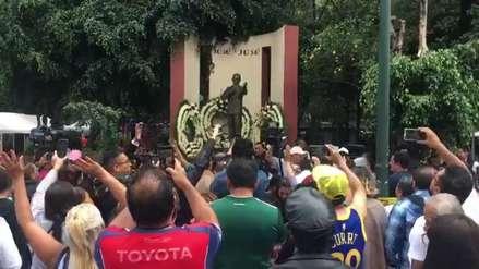 Los fans de José José llegaron a su ciudad natal para despedir cantando al 'Príncipe de la canción'