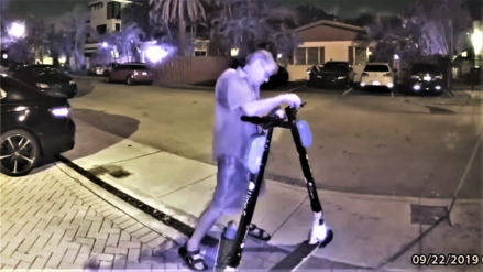 Policía detiene a un sujeto por cortar el freno de 140 scooters en la vía pública