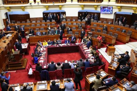 La Comisión Permanente sesionó de forma accidentada tras la disolución del Congreso