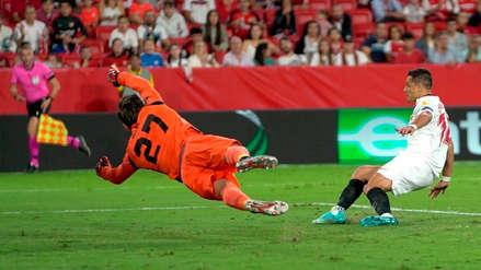 'Chicharito' Hernández y su perfecta definición en el primer gol de Sevilla ante Apoel