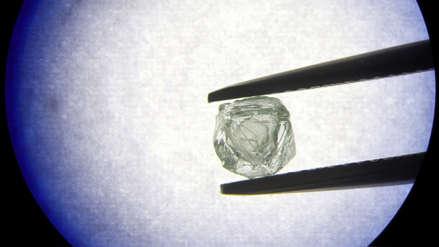Hallan en mina de Siberia por primera vez un diamante que guarda otro en su interior
