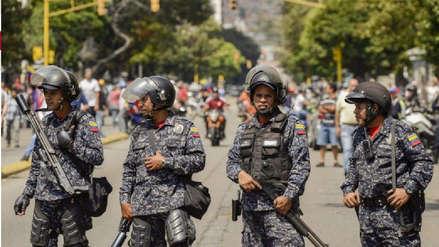 Militares venezolanos emiten sus propias tarjetas de crédito ante sanciones de Estados Unidos