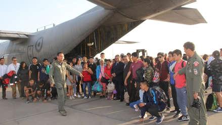 Llegó a Lima el último grupo de escolares varados en Ecuador debido a la crisis en el país.