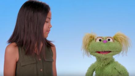 Plaza Sésamo introduce a Karli, una muppet cuya madre es adicta a la heroína