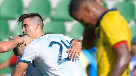 Argentina vs. Ecuador: Jhon Espinoza intenta despejar, pero marca autogol para el 2-0 a favor de la albiceleste