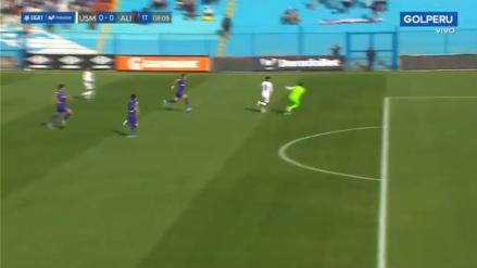 El árbitro dejó jugar: Leao Butrón tocó balón afuera del área en ataque de San Martín y ni fue amonestado