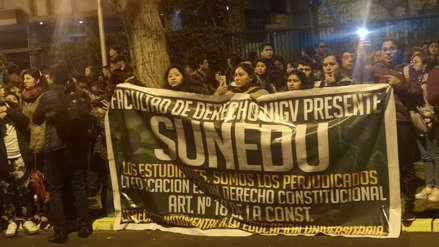 Alumnos de la Universidad Inca Garcilaso de la Vega protestan exigiendo salida de autoridades
