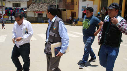 Ronderos y autoridades en Piura azotaron a funcionarios ediles por robar mil galones de combustible